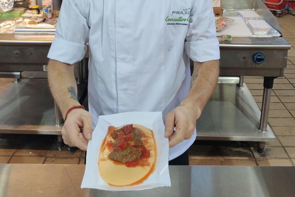 Τα ΟΚ! Anytime Markets και ο Ιάκωβος Απέργης μαγείρεψαν στο Γηροκομείο Αθηνών